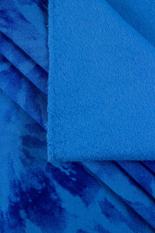 Dzianina dresowa drapana niebieska w chabrowe kwiaty tie dye - 170cm 280g/m2