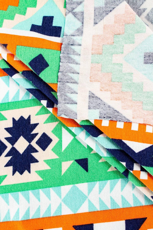 Dzianina jersey wiskozowy - wzór etno - 180cm 200g/m2
