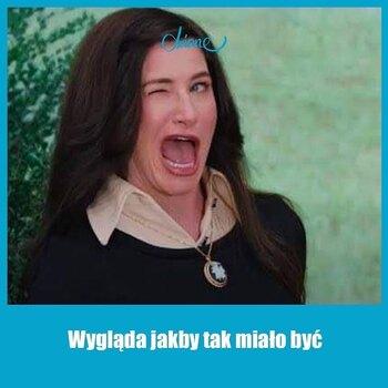 #ZSzyciaWziete 👉✂👈Wygląda jakby tak miało być❤ Często zdarza się Wam wypowiadać to zdanie?  Może nie jest idealnie prosto, może wzór nie wyszedł tak, jak zakładałaś, ale najważniejsze, że jest po Twojemu 🤷♀️😉  Dziękujemy Pani Ani, która zainspirowała nas do stworzenia tego mema 😍• . . . #dziane #mem #meme #szycie #szyciezpasją #krawcowa #maszynadoszycia #szyjebolubie #szyjemywpolsce #samauszyłam #materiał