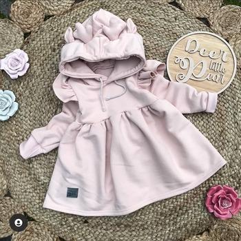 💞Pudrowa dresówka z efektem skin peach inspiruje do szycia takich cudeniek!💞@deerlittlepear  I jak tu się nie zakochać w krawiectwie?😍 • . . . #dziane #dzianina #dresowka #sukienka #dladzieci #malaksiezniczka #jestemmamą #uszytezmiłością #ubranko #wszystkodladzieci #krawcowa #materiał #maszynadoszycia #skinpeach #littleprincess #dress #pinkdress
