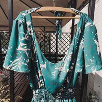 🔅Dzisiaj @pracownia_luna urzekła nas tą piękną sukienką uszytą z naszej tkaniny. Czy lato inspiruje Was do szycia i realizowania modowej pasji❓🔆 • . . . #dzianedzianiny #tkaniny #dzianina #wiskoza #welur #jersey #dresowka #szycie #szyjemywpolsce #szyjebolubie #samauszyłam #sklepzmateriałami #suknia #kochamszycie